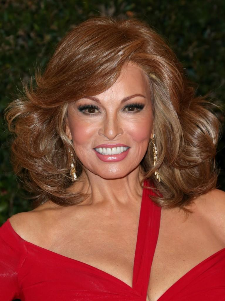 raquel-welch-at-the-academy-of-motion-picture-arts-and-sciences-governors-awards-_3