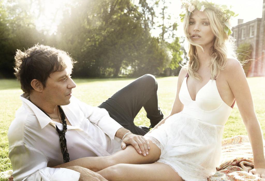 Kate-Moss-by-Mario-Testino-Kiss-Me-Kate-Vogue-US-September-2011-6