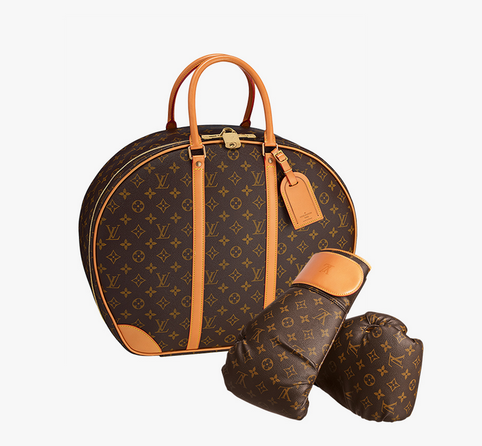 Punching Suitcase, боксерские перчатки и тренировочный коврик, 237000 руб.