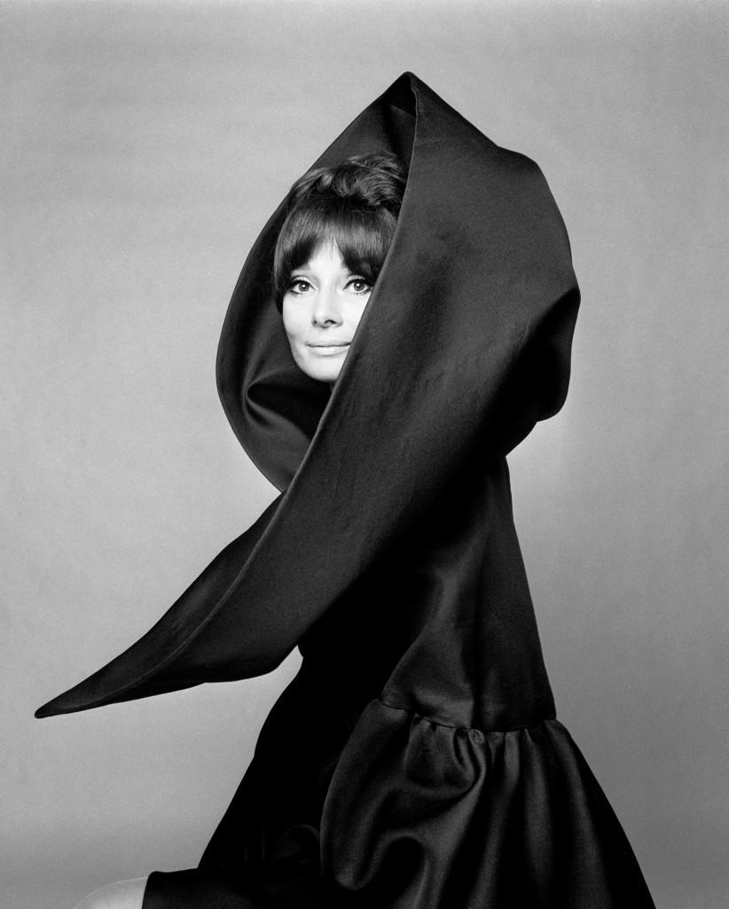 Gian-Paolo-Barbieri-Audrey-Hepburn-per-Valentino-Vogue-Italia-1969-1-822x1024