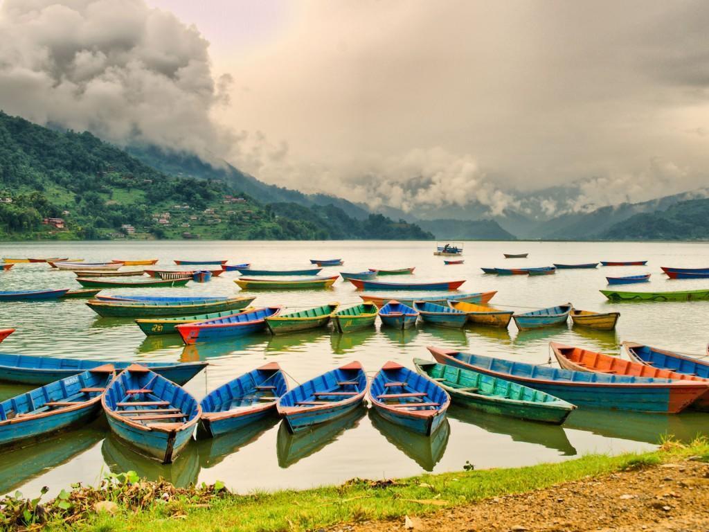 Lac-de-Pokhara-Bateaux-Népal-1920x2560