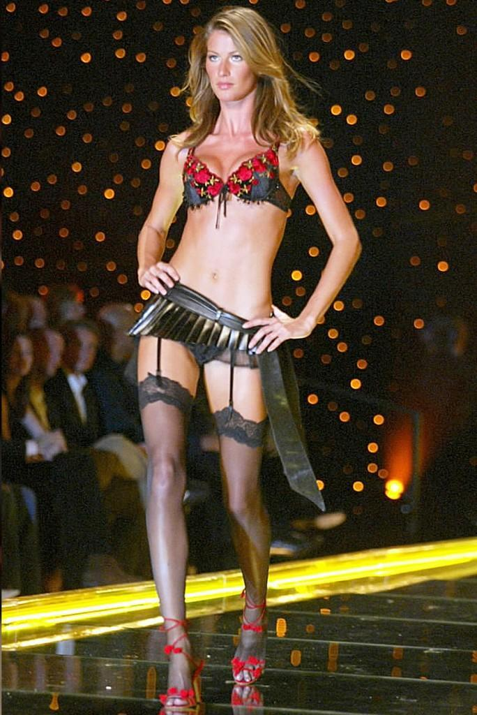 Brazilian model Bundchen presents creation from Colcci''s 2006 spring/summer collection during Fashion Rio Show