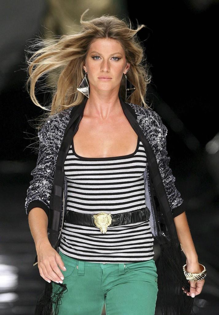 Kurupt_Gisele_Bundchen_Colcci_Fall_Winter_2007_Fashion_Show_30