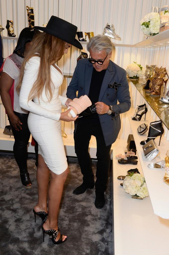 Бейонсе поддержала Джузеппе Занотти на открытии бутика