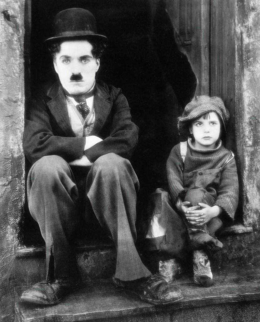 still-of-charles-chaplin-and-jackie-coogan-in-piciul