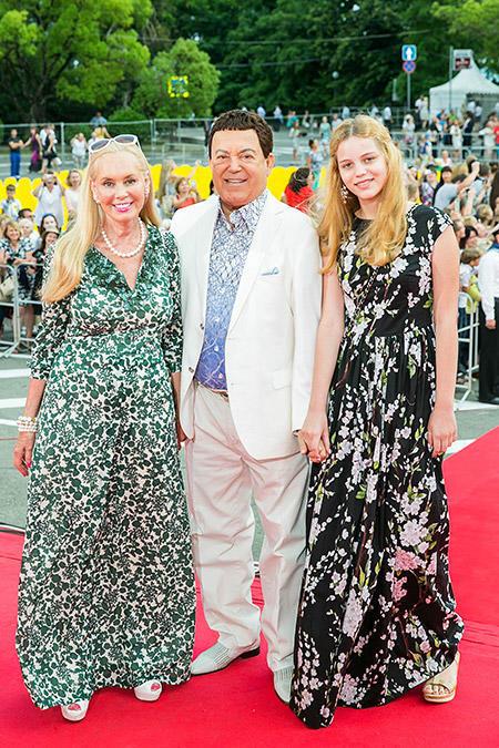 Иосиф Кобзон с женой Нелли и внучкой Анитой