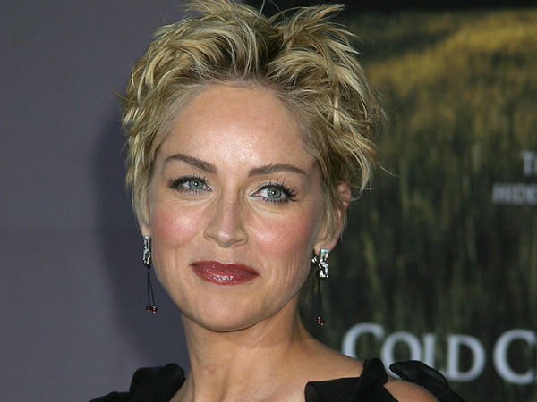 sharon-stone-short-hairstyle-encouraging-hair-91195