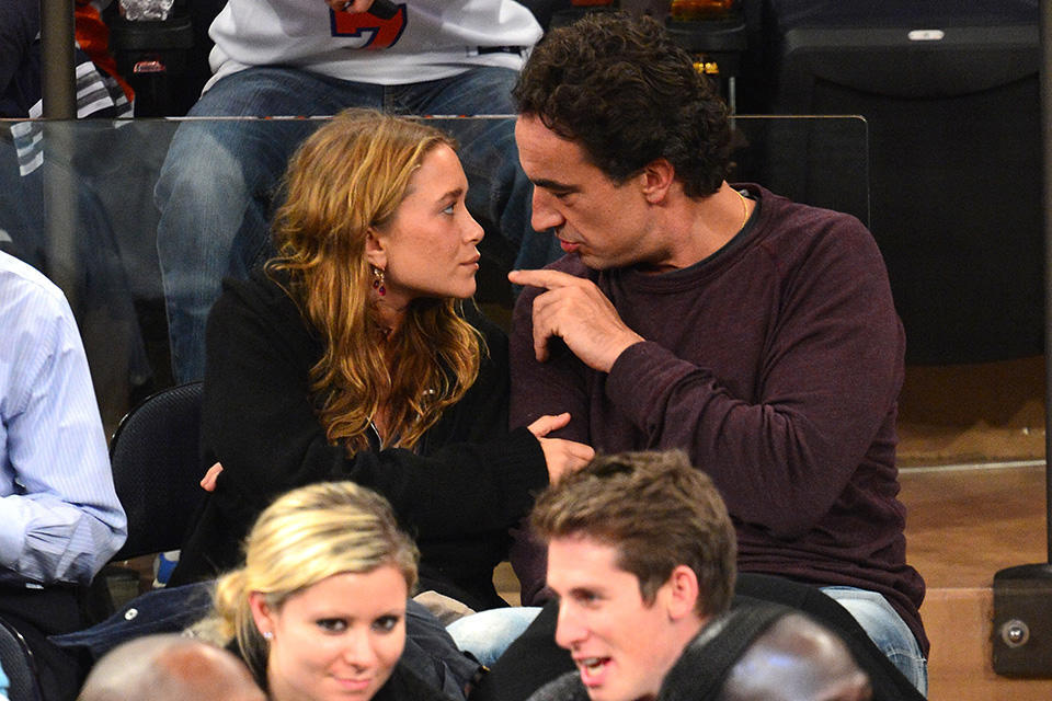 Mary-Kate-Olsen-Olivier-Sarkozy-showed-PDA-New-York-Knicks