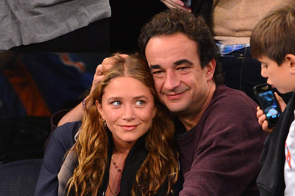 Mary-Kate-Olsen-and-Olivier-Sarkozy-PDA-Knicks-Game-5