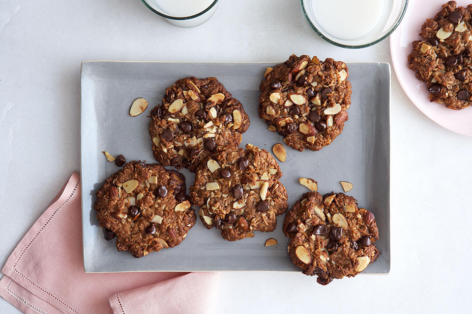 Sweet__Easy_Vegan_Coconut_Almond_and_Chocolate_Chip_Cookies