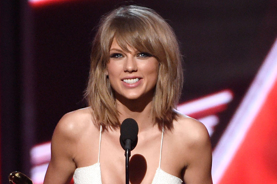 taylor-swift-billboard-music-awards-acceptance_article_story_large