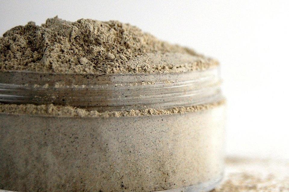 Как использовать глину для ухода за кожей и волосами