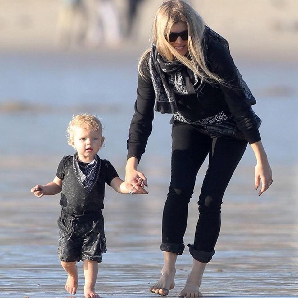 Стильная прогулка с ребенком