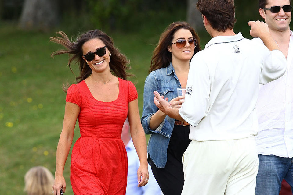 pippa_middleton_and_her_boyfriend_alex_loudon_pippa_middleton_red_dress_flats_shiny_brown_hair_sunglasses_happy