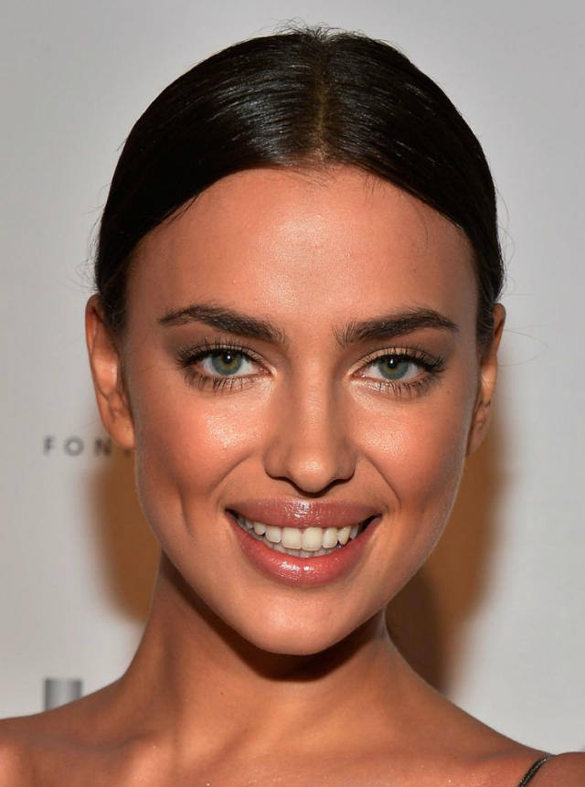irina-shayk-at-club-si-swimsuit-at-liv-nightclub-fontainebleau-in-miami_2014