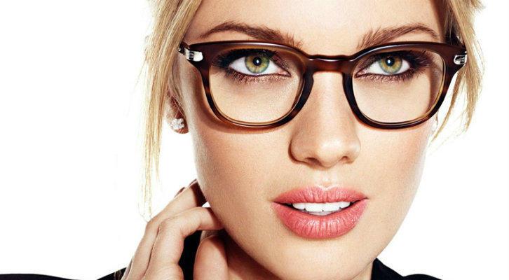 Макияж для тех, кто носит очки: как сделать макияж глаз под оправу и линзы