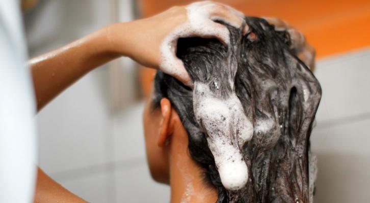Есть вопрос: как избежать выпадения волос во время мытья