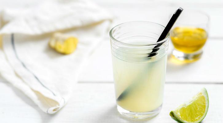 Чем полезна вода с лимоном: 3 причины пить воду с лимоном по утрам
