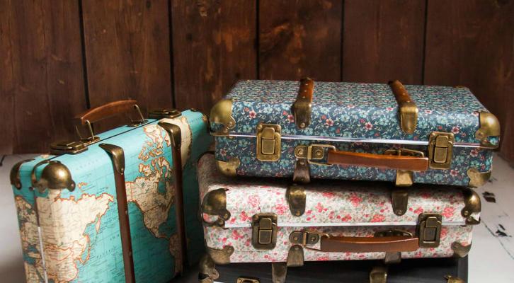 Как собрать косметичку в отпуск: 26 бьюти-продуктов, которые стоит положить в чемодан