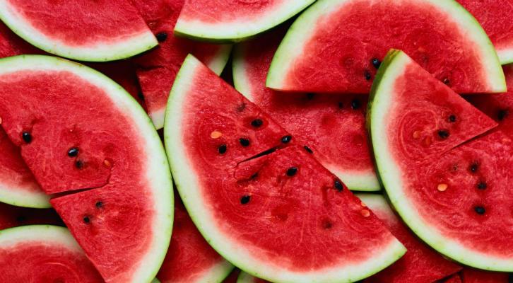 Ароматы лета: фруктовые и цветочные парфюмерные новинки на осень title=