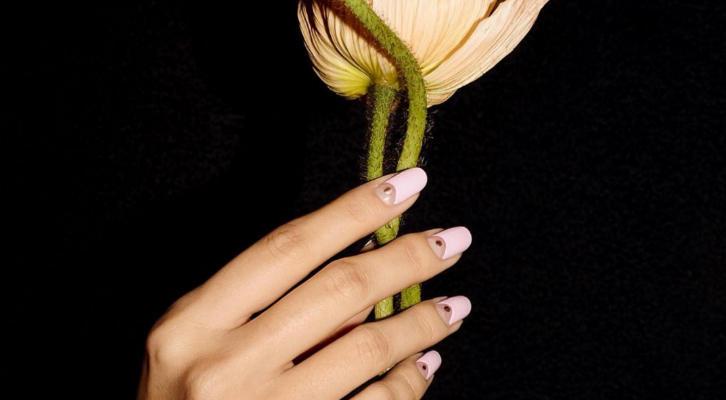 Рисунки гель-лаком на ногтях – пошаговая инструкция с фото