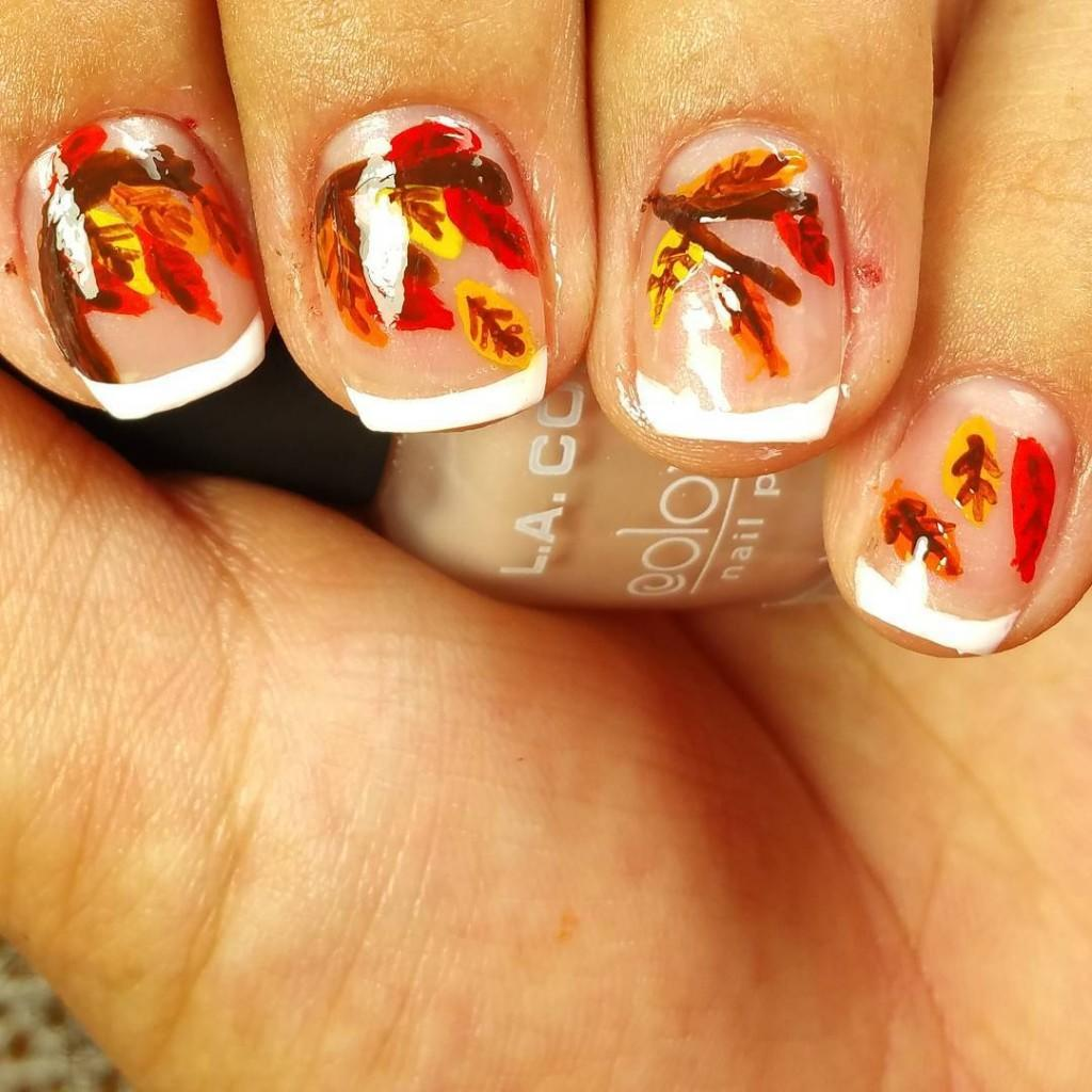 Beautiful-nail-design-for-fall-with-leaf-in-autumn-season-motif