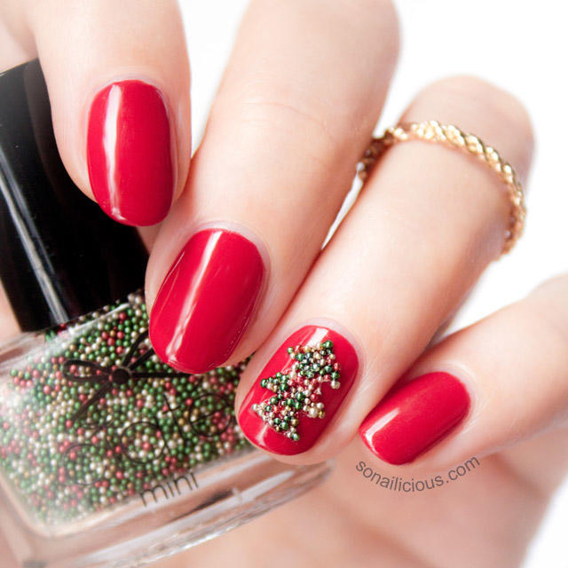 easy-christmas-nails-with-accent-nail