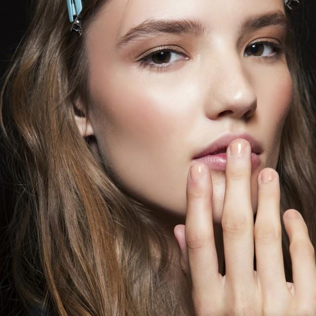 Как правильно красить ногти гель-лаком – подробная инструкция