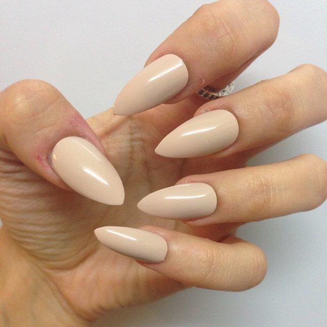 10-clear-stiletto-acrylic-nail-designs