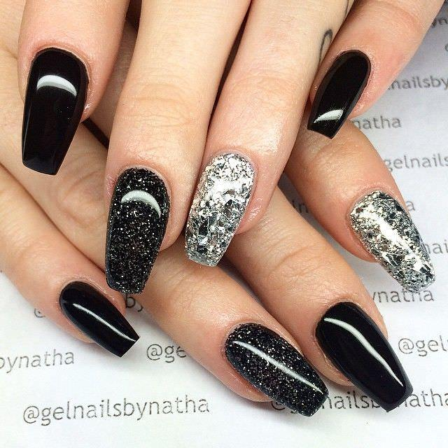 14-sparkle-black-acrylic-nails