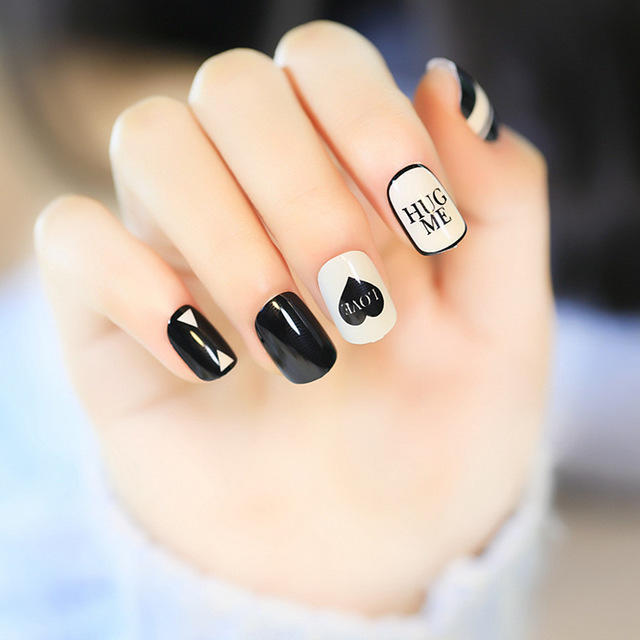 Fashion-style-Hearts-and-English-alphabet-Fake-Nails-Gray-and-black-Nail-tip-Simple-and-short.jpg_640x640