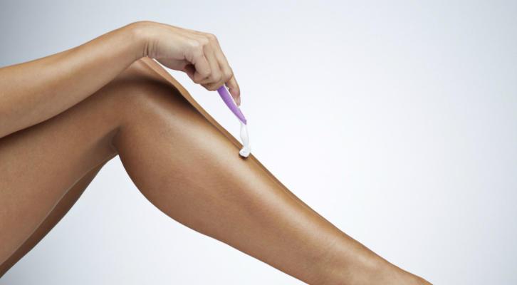 Как избавиться от вросших волос: 4 правила депиляции, которые сделают процедуру быстрой и комфортной