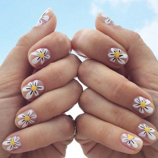 Summer-Daisy-Bridal-Nails