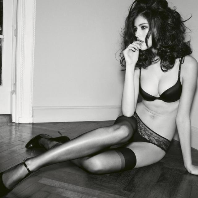 SexY_Black_White_Wallpaper__yvt2-3981