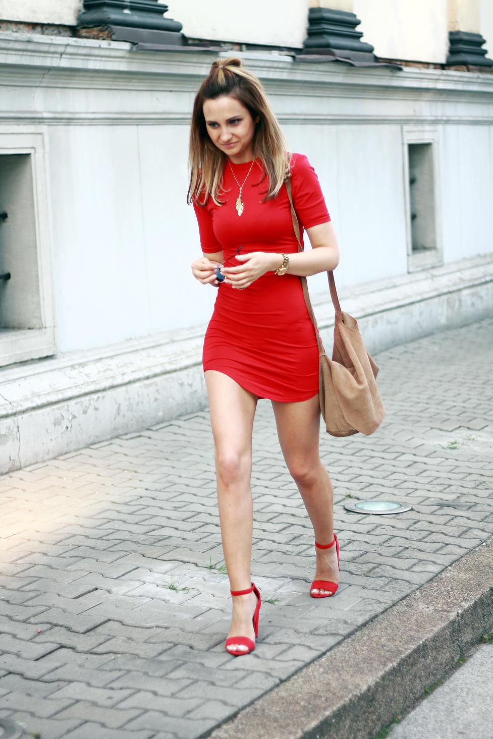 c15397f24b76 street-style-fashion-red-dress-heels-blonde-girl-