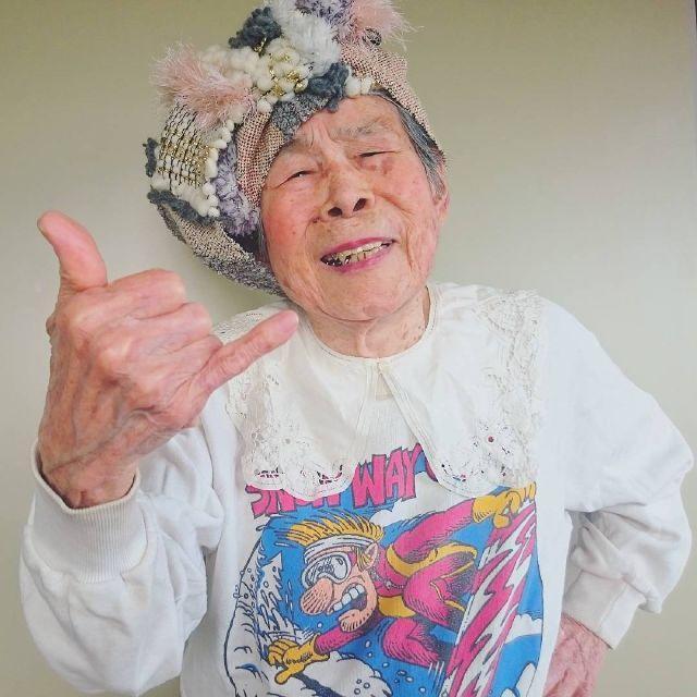 7300519_93-year-old-grandma-models-her-granddaughter_167bda9c_m