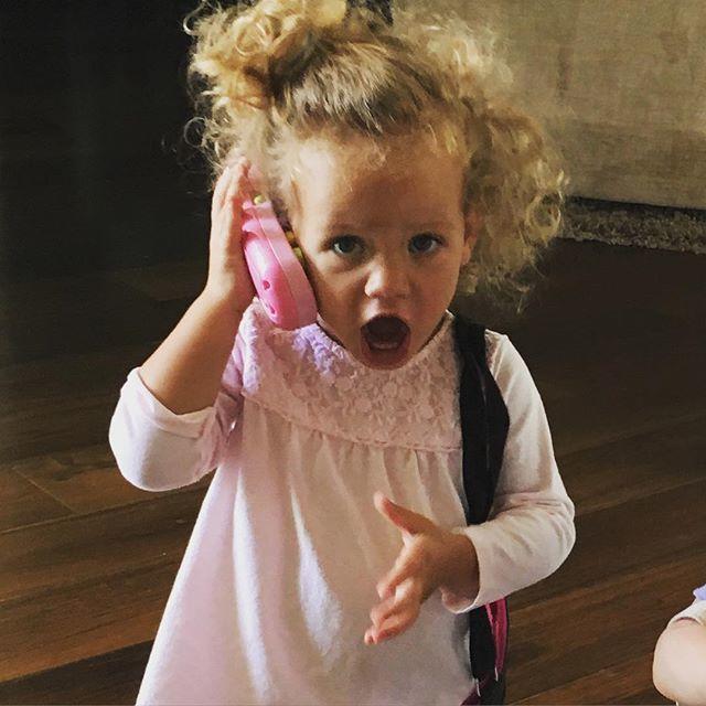 kendra-wilkinson-daughter-phone