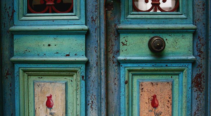wooden-door-somewhere-in-buenos-aires-argentina
