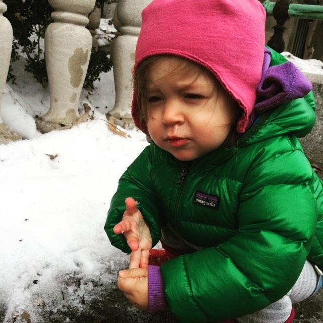 При насморке как у детей, так и у взрослых, помогает лечение луком.