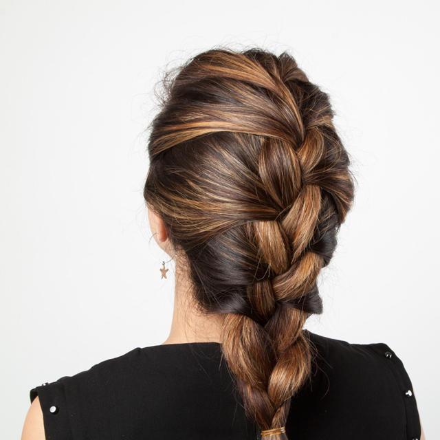 Свободная коса позволит чувствовать себя комфортно.