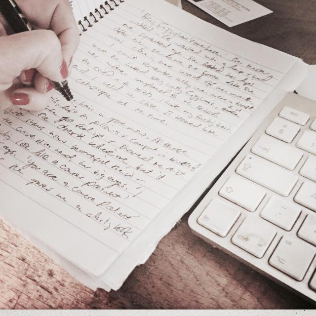 Если вы хотите быстро выучить стихотворение, попробуйте записать его на бумаге.